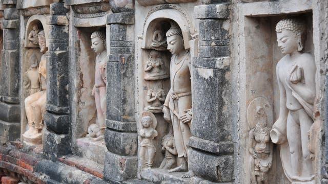 Aus Stuck gestaltete Darstellungen des Buddha im Tempel Nr. 3 in Nalanda