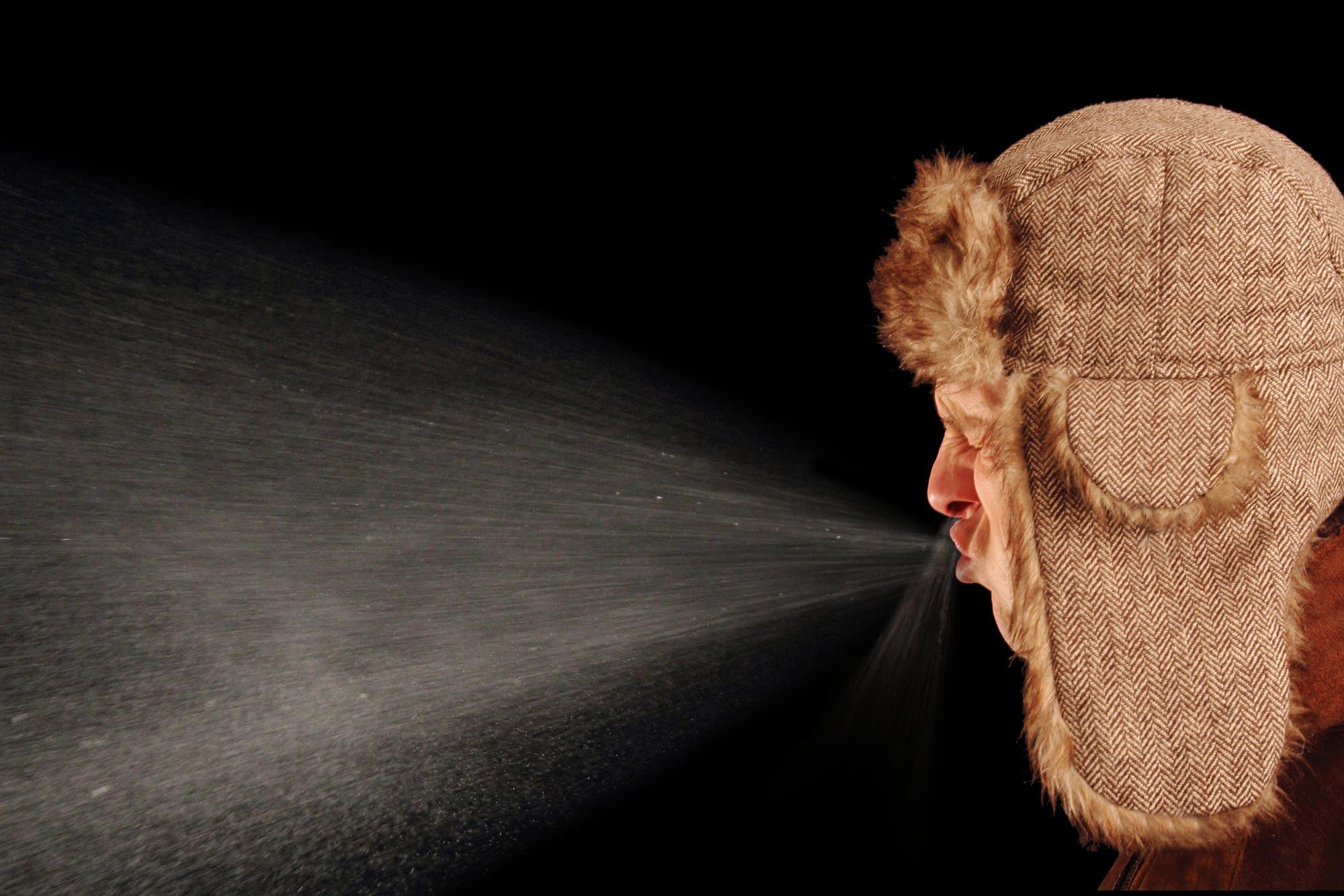 Millionen winzigster Tröpfchen werden aus Mund und Nase beim Niesen katapultiert – und tragen ihre Virenlast in die Welt hinaus.
