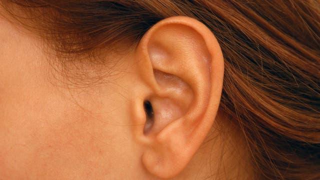 Ohr einer Frau