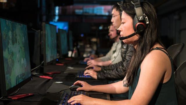 Profispieler gegen Computerintelligenz