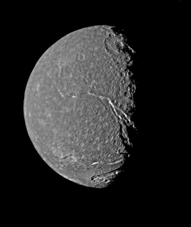 Der Uranusmond Titania (Aufnahme von Voyager 2)
