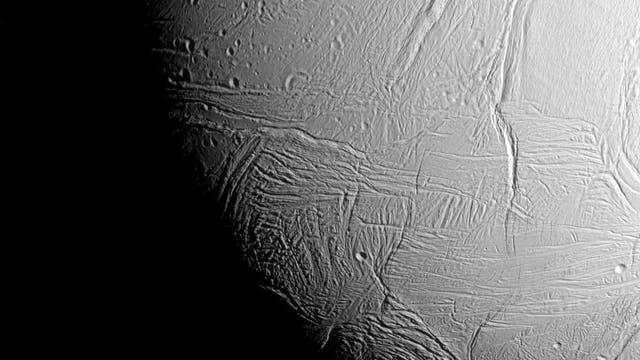 Enceladus Richtung Südpol. Aufnahme vom 28.10.2015