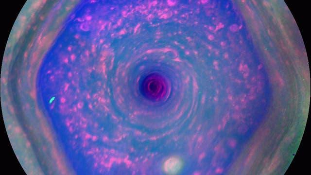 Das nordpolare Hexagon auf Saturn (Falschfarbenbild)