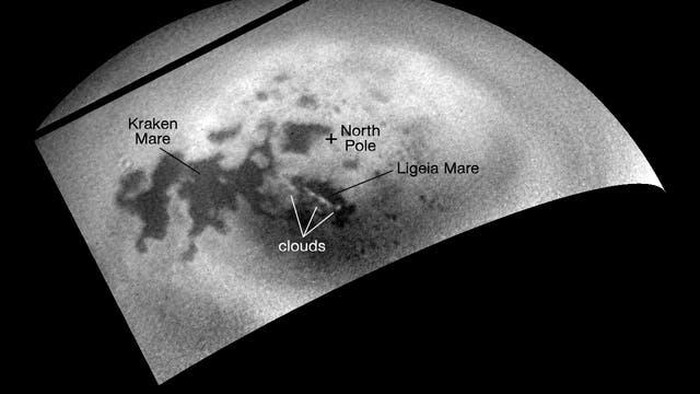 Die großen Methanmeere auf dem Saturnmond Titan (mit Beschriftungen)