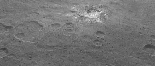 Einer der hellen Flecken auf der Oberfläche von Ceres