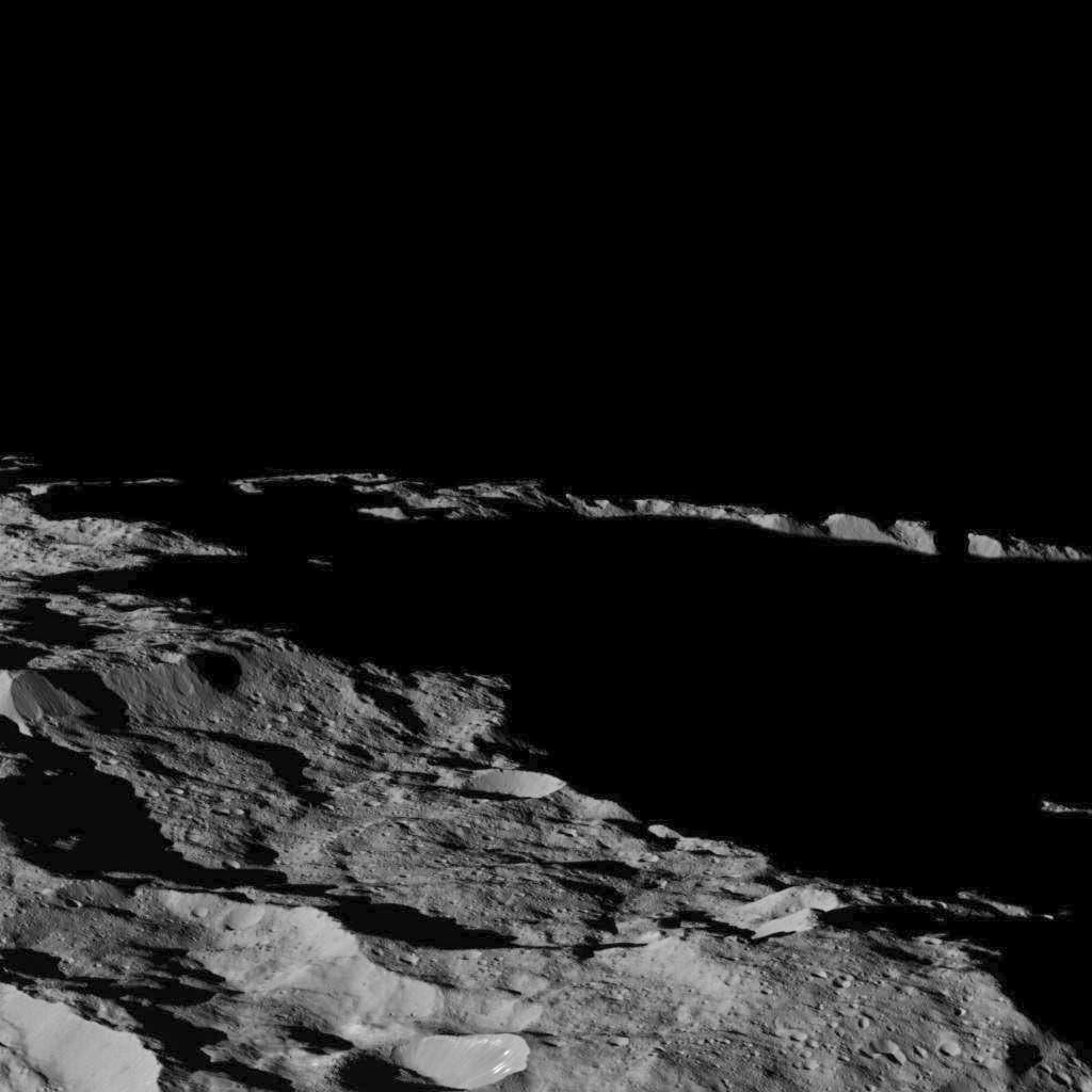 Nahe am Südpol von Ceres (Aufnahme der Raumsonde Dawn)