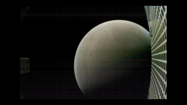 Mars kurz nach der Landung von Insight (Aufnahme eines MarCO-Kleinsatelliten)