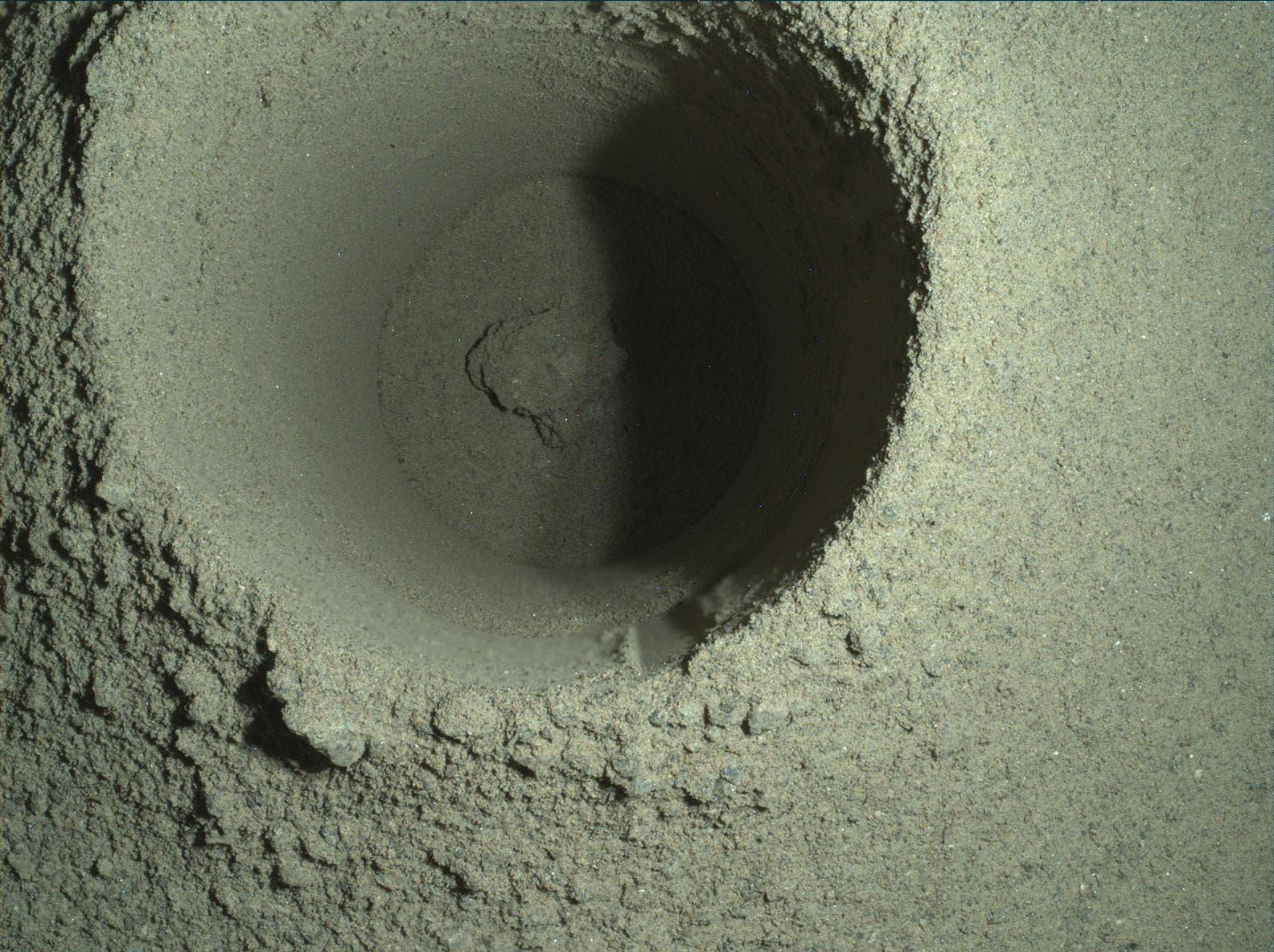 Bohrloch im Marsboden