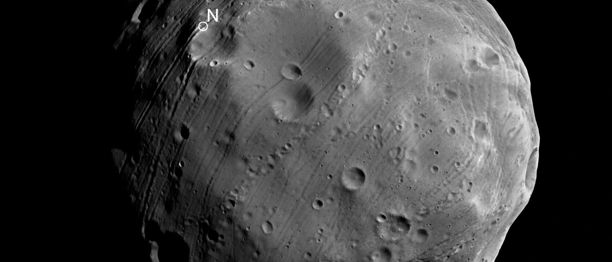 Blick auf den Nordpol des Marsmonds Phobos