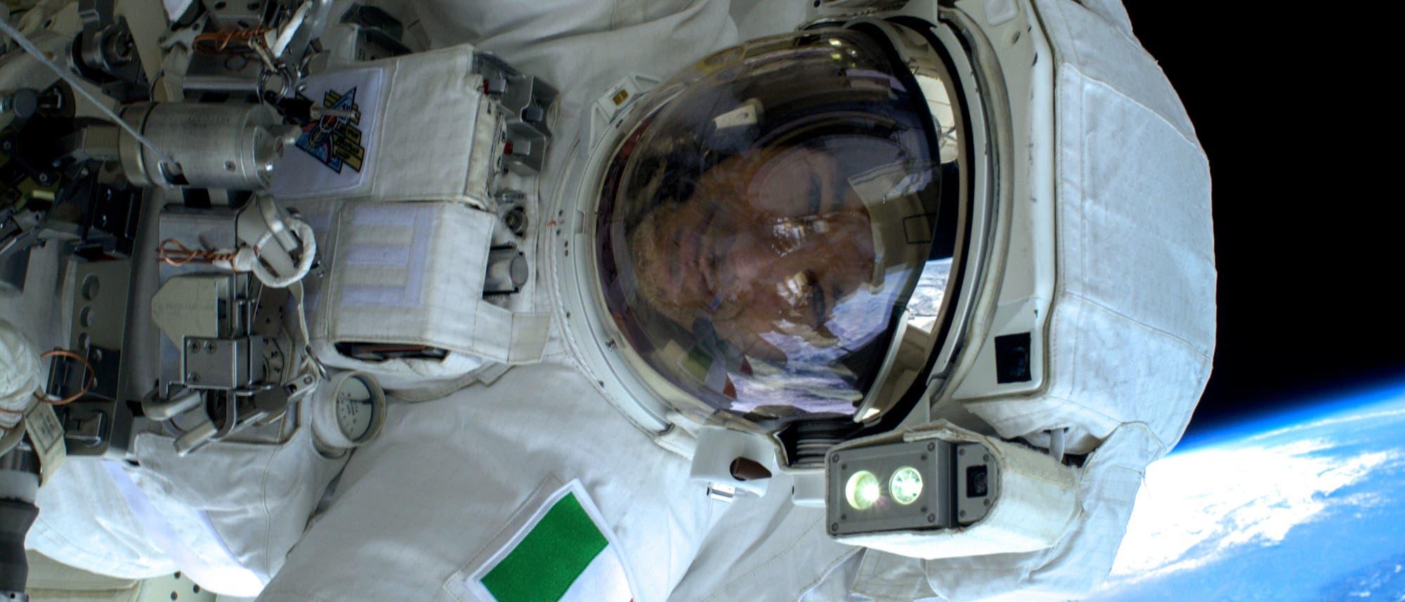 ESA-Astronaut Luca Parmitano bei einem Weltraumspaziergang 2013