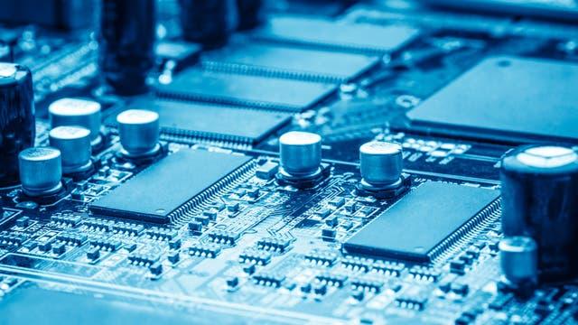 Eine Computerplatine in Großaufnahme