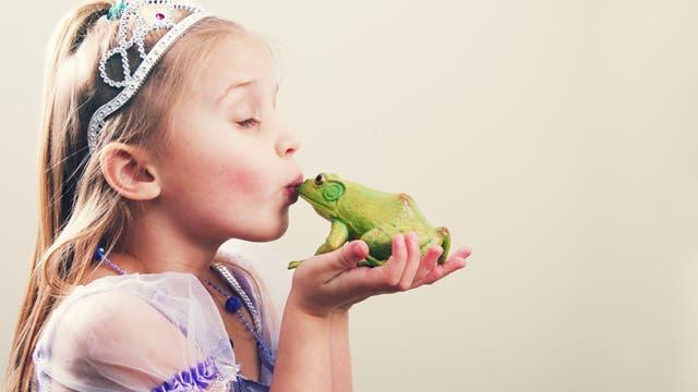 Prinzessin küsst einen Frosch