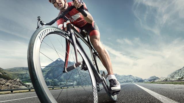 Ein Rennradfahrer in Großaufnahme