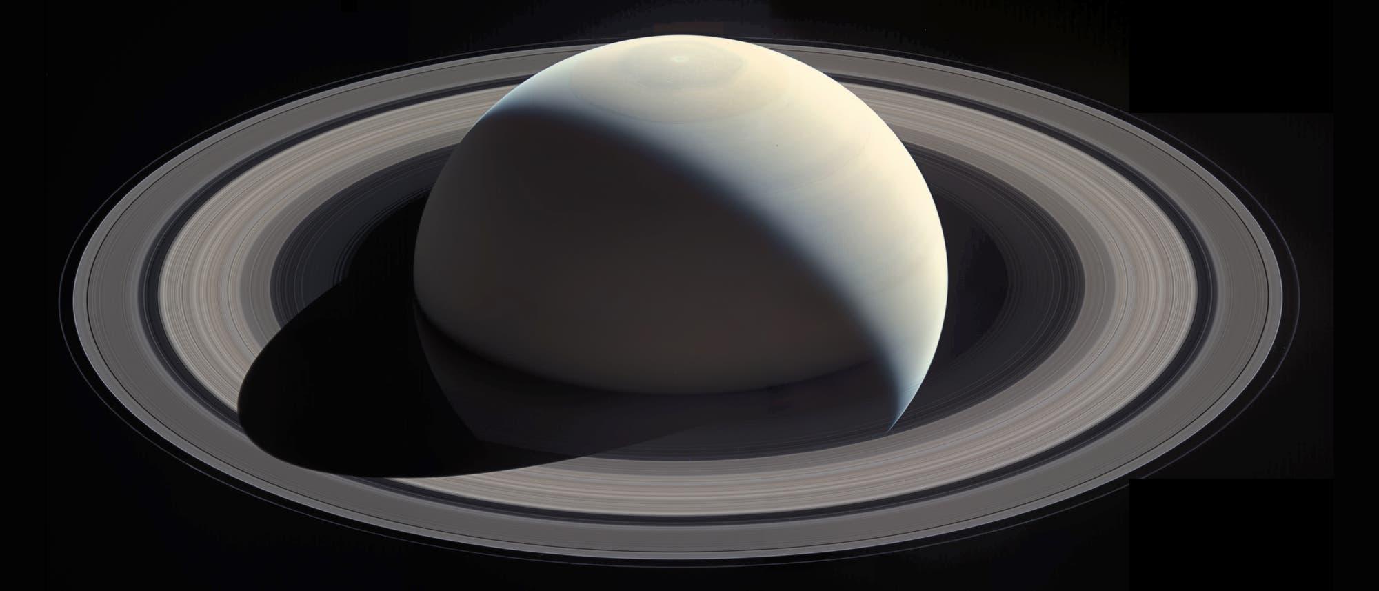 Ein Bild Saturns, aufgenommen vom Orbiter Cassini