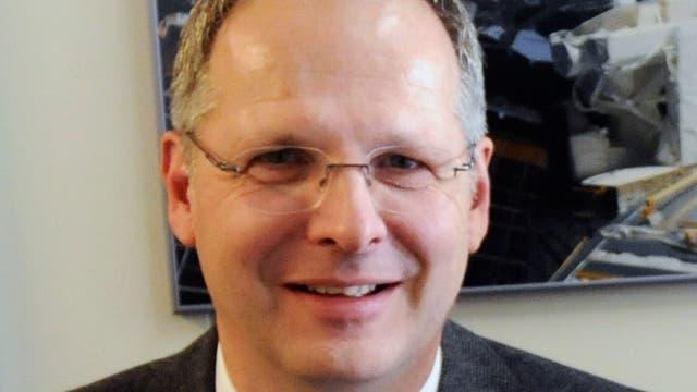 Stefan Schael ist Professor an der RWTH Aachen. Seine Arbeitsgruppe am I. Physikalischen Institut B beteiligt sich an internationalen Forschungsprojekten in der experimentellen Teilchen- und Astroteilchenphysik, so zum Beispiel an den Detektoren CMS und LHCb am Large Hadron Collider bei Genf sowie am AMS-Experiment an Bord der Internationalen Raumstation.