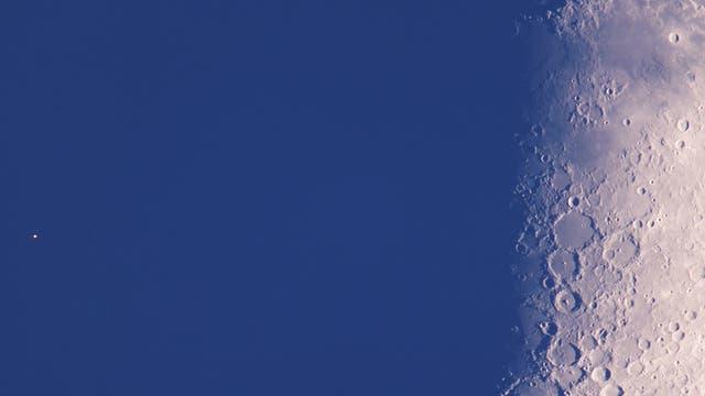 Aldebaran neben dem Mond