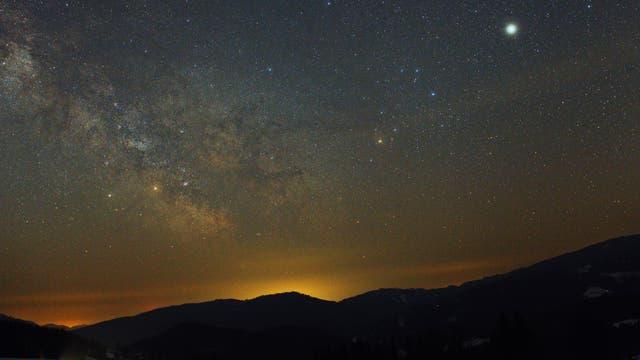 Die wunderschöne Konstellation Saturn, Mars und Jupiter plus Sommermilchstraße bewegten mich dazu, den Wecker zu stellen, um dieses Szenario zu bewundern und zu fotografieren