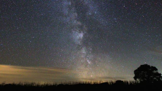 Die Milchstraße im Sternenpark Westhavelland: Im Spätsommer und im Frühherbst lässt sie sich bei gutem Wetter in ihrer ganzen Pracht beobachten.