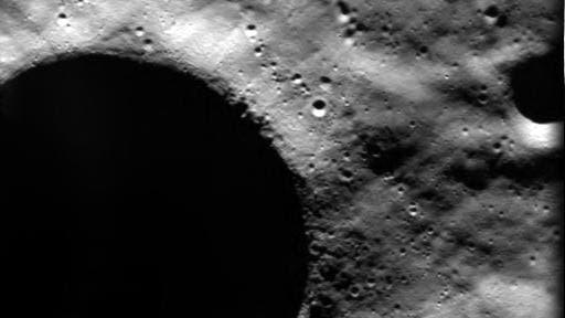 Krater Shackleton am Südpol des Mondes, fotografiert von SMART-1