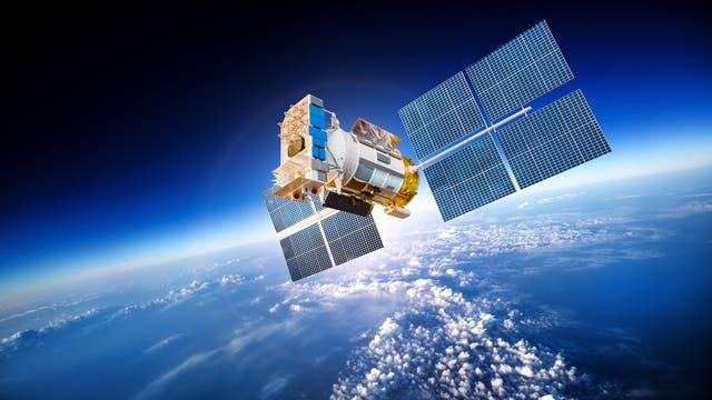 Satellit im Weltraum