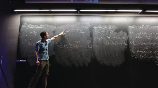 Quanteninformatiker bei Vortrag