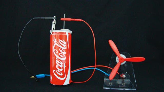 Batterie aus einer Alu-Dose und Aktivkohle