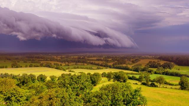 Arcus-Wolken erinnern an Tsunamis