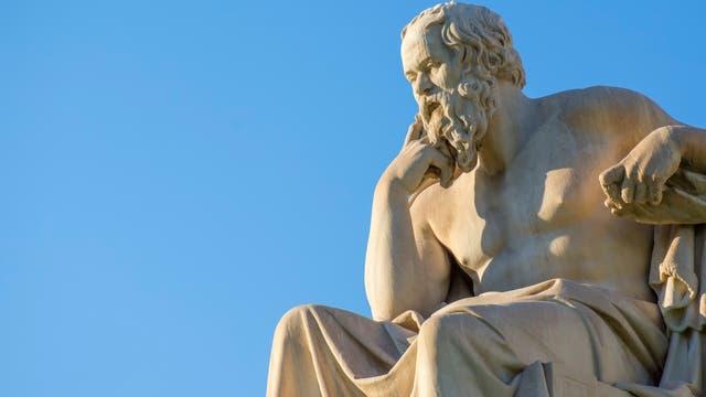 Sokrates Statue vor der Universität von Athen