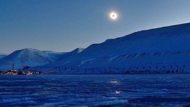 Sonnenfinsternis in der Arktis im Jahr 2015