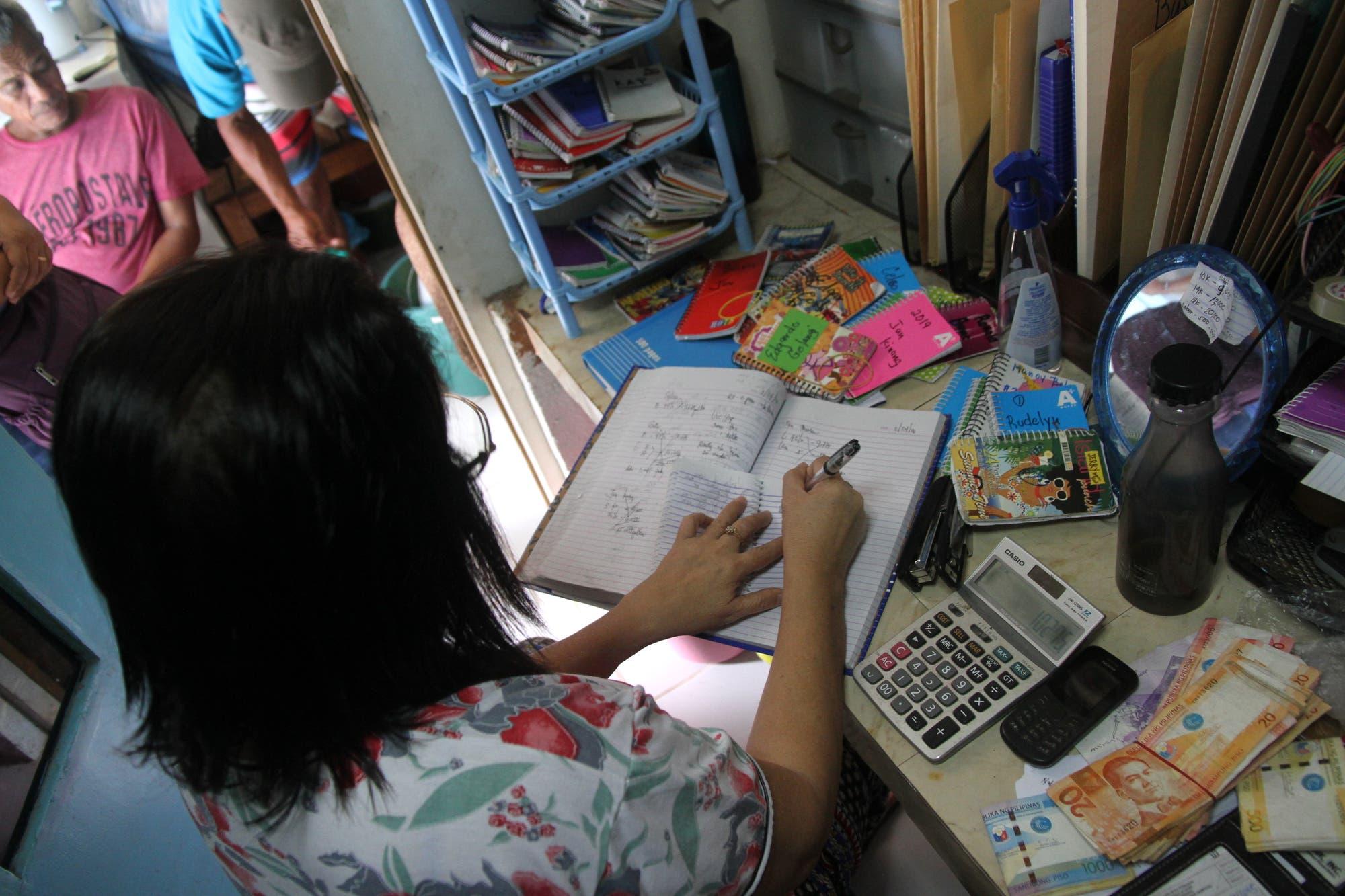 Flordeliza Barasona rechnet aus, wieviel der Thunfisch wert ist