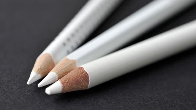 weiße Buntstifte
