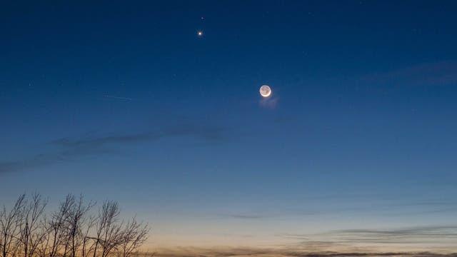 Venus, Mars und die junge Mondsichel