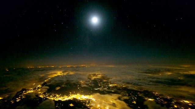 Der Mond über den Rhône-Alpen
