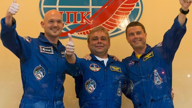 Alexander Gerst und Kollegen vor dem Start