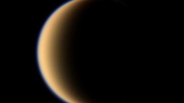 Der Saturnmond Titan im sichtbaren Licht