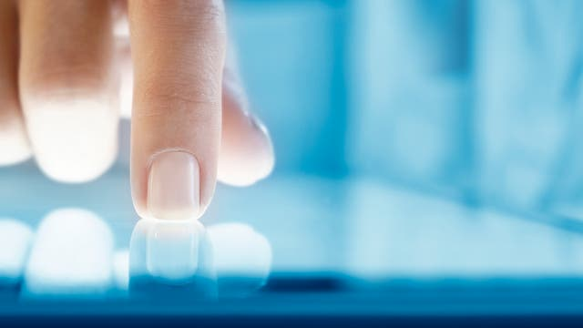 Finger auf Touchscreen