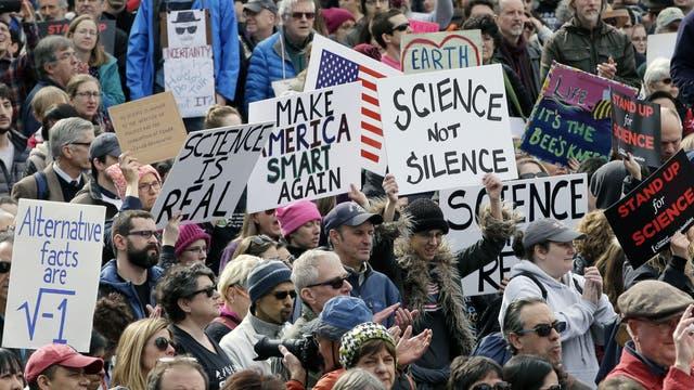 Trump-Gegner demonstrieren in den USA für die Wissenschaft