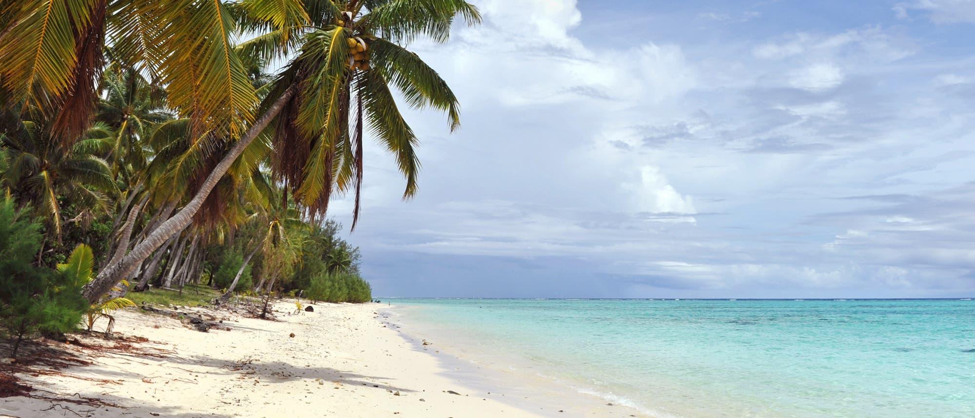 Sandstrand auf einem Tuvalu-Atoll
