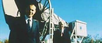 Penzias und Wilson vor der Hornantenne