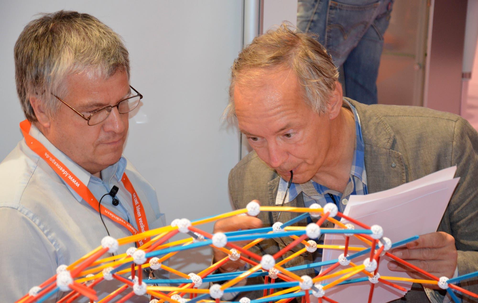 Eigentlich baut Paul Gerard van de Veen die Bauteile blitzschnell zusammen...