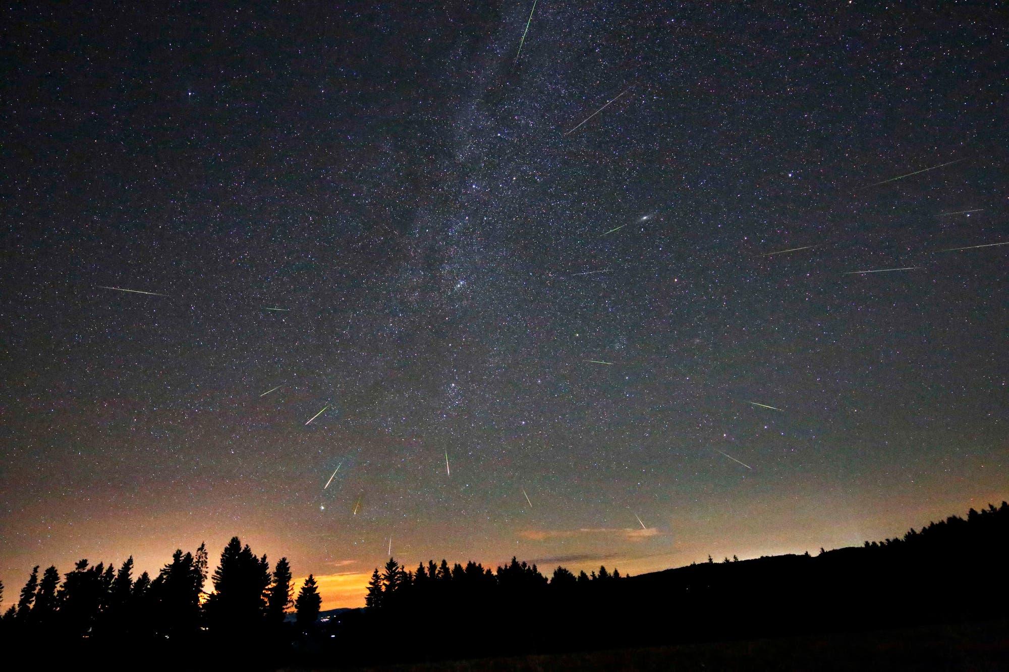 Sternschnuppen des Perseidenstroms 2012 (Kompositaufnahme)