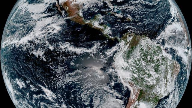 Die vollständige westliche Hemisphäre im Satellitenbild