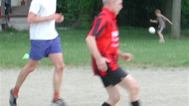 Kickende Männer