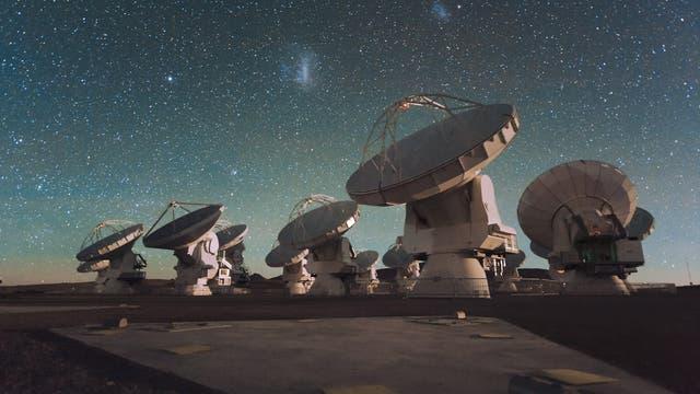 ALMA-Teleskop unter den Magellanschen Wolken