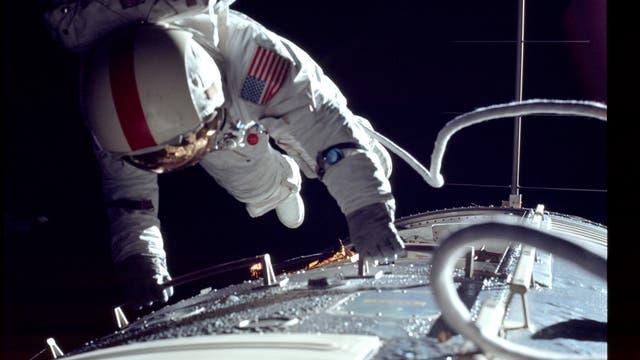 Apollo 17 außerhalb der Fähre