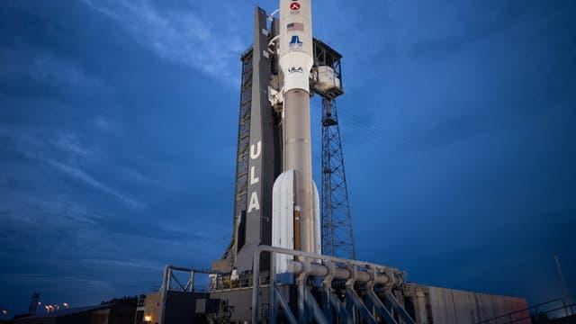 Eine »Atlas V« bringt Mars-Rover »Perseverance« ins All.