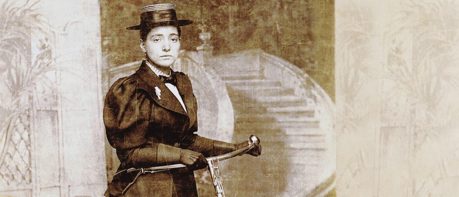 Weltumradlerin Annie Londonderry (1870/71–1947), die allerdings so manche Etappe auf einem Dampfer zurücklegte.