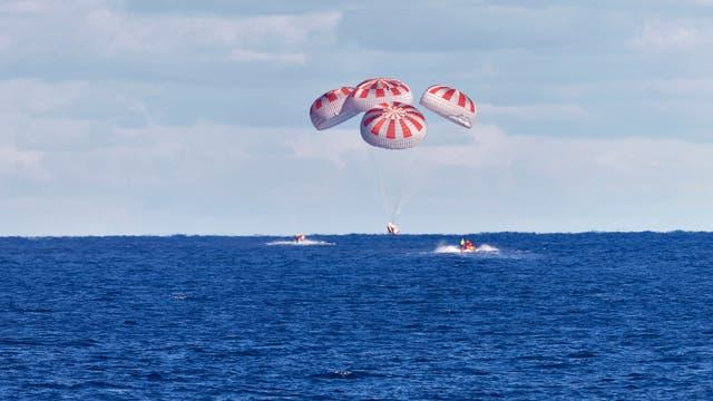 Am 8. März 2019 sank die unbemannte »Crew Dragon« auf die Erde nieder. Sie war zuvor auf der ISS gewesen.