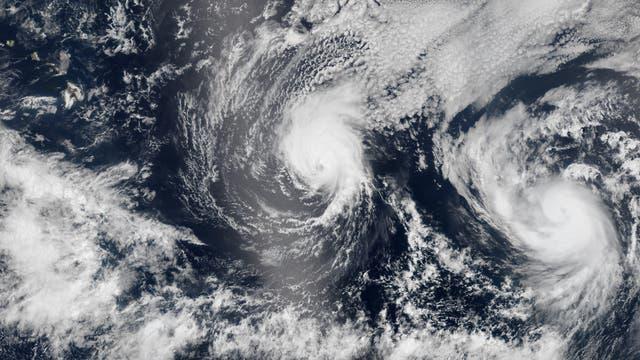 Hurrikane Iselle und Julio mit Hawaii