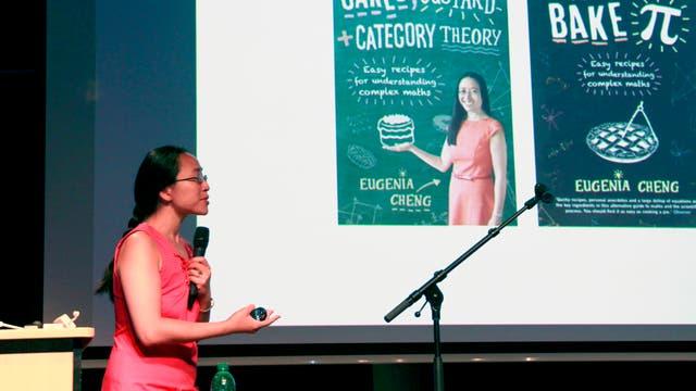 Eugenia Cheng bei einem Vortrag